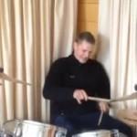 Рогер барабанит